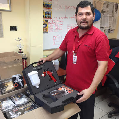 Entrega de equipos aerográficos Sagola a la Agencia Nissan Aeropuerto de Culiacán, Sinaloa